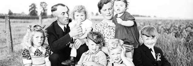 Familie_Bundesarchiv-Bild_194-0078-31_Hans-Lachmann_CC-BY-SA-3