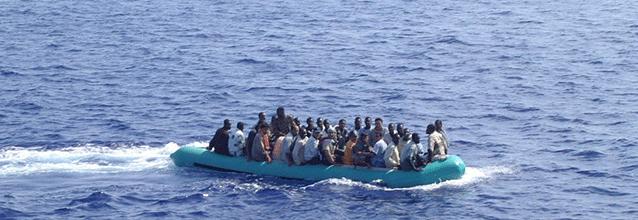 Arrivo_di_clandestini_nel_mare_di_Lampedusa-via-wikimedia